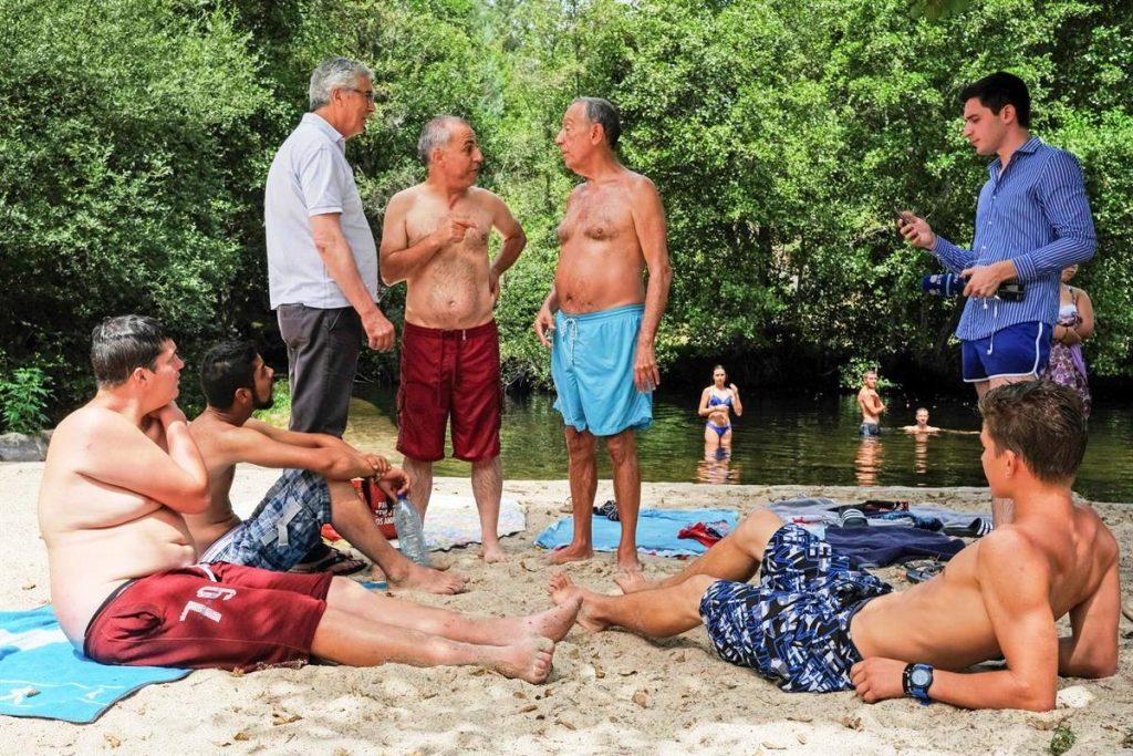 PRESIDENTE DA REPÚBLICA em férias com os portugueses esteve em Tondela numa praia