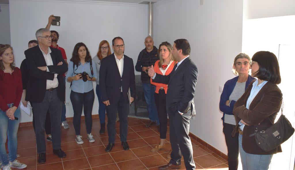 PARCERIA MUNICÍPIO E CÁRITAS na reconstrução de barracões no concelho de Tondela