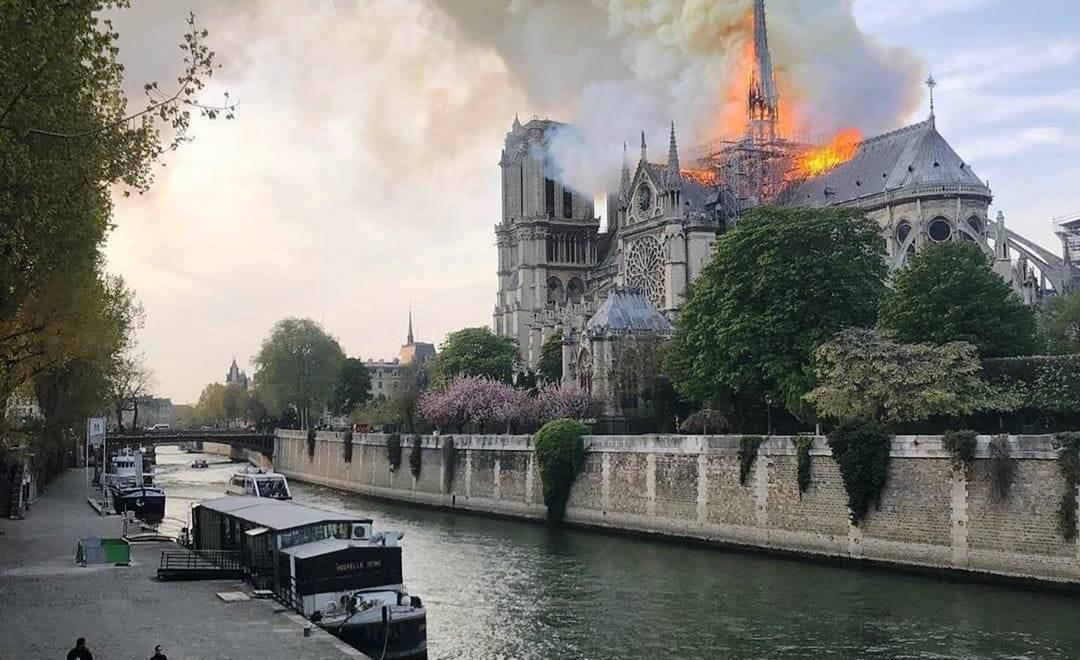 TRAGÉDIA EM PARIS – pavoroso incêndio destruiu a catedral de Notre-Dame