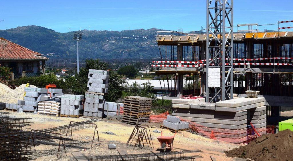 """PRESIDENTE DO MUNICÍPIO DE TONDELA GARANTE """"legalidade"""" do edifício em construção junto ao Hotel"""